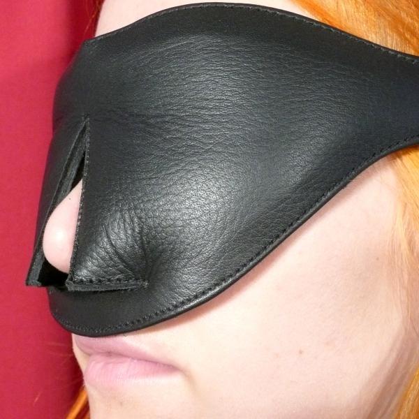 Leder-Augenmaske mit Nasenöffnung