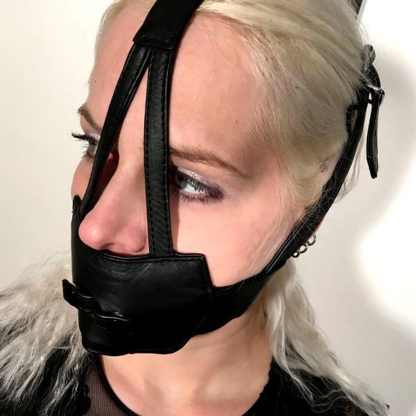 Muffle-Harness mit Knebel-Option