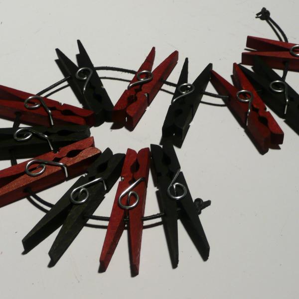 Holzklammern, schwarz/rot 12er-Set