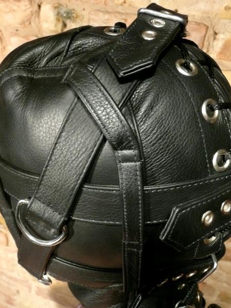Schwere Kopfmaske mit Riemen