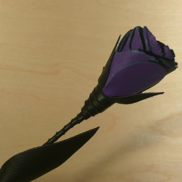 Leder-Rose, schwarz/lila