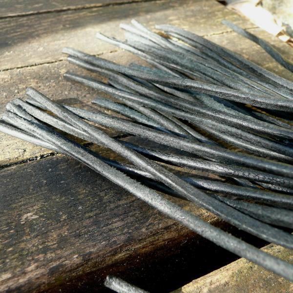 Riemenpeitsche mit Lederschnüren