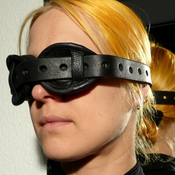 Augenfessel mit Tropfen-Polster