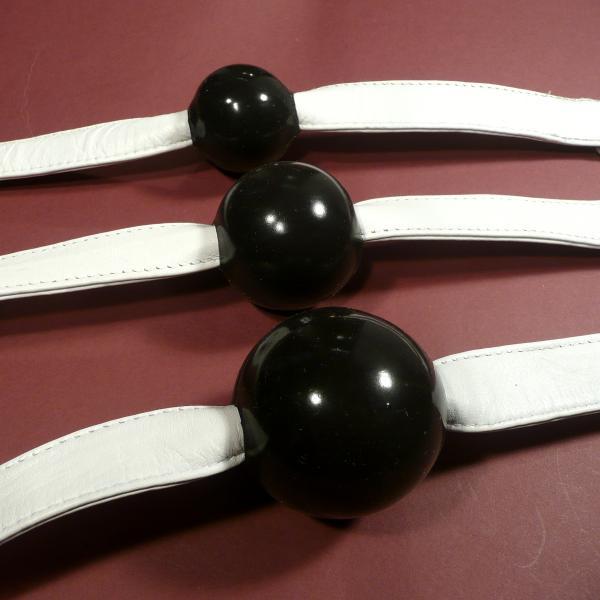 Silikon-Ballknebel, schwarz (mit weißem Riemen)
