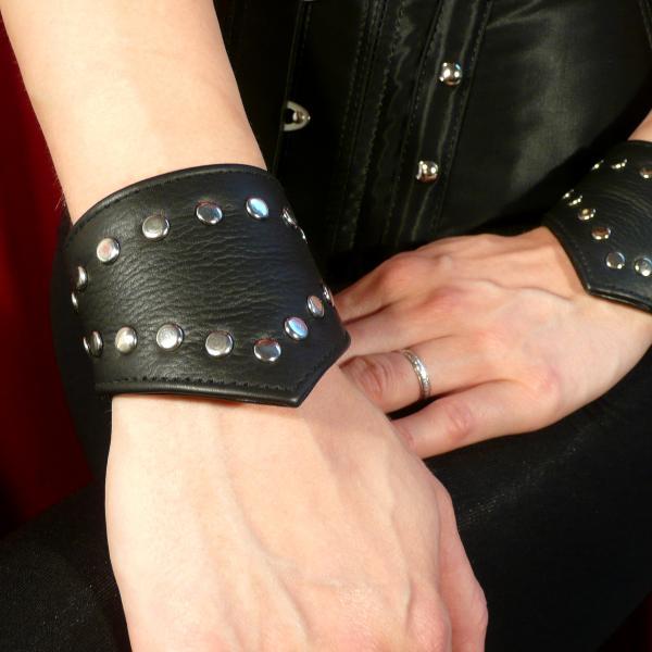 Leder-Armband mit Nieten