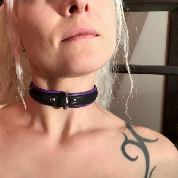 schmales Sklaven-Halsband, schwarz/lila